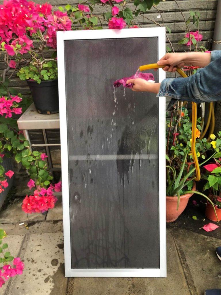 第二步軟布/海棉擦拭奈米纖維防霾紗窗